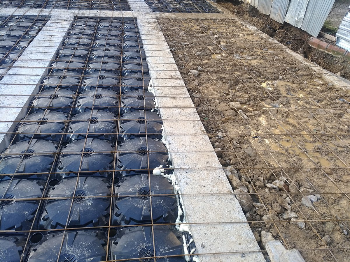 Inverted beam filling comparison; one of our customers first started to fill with raw soil then switched to disposable formworks.
